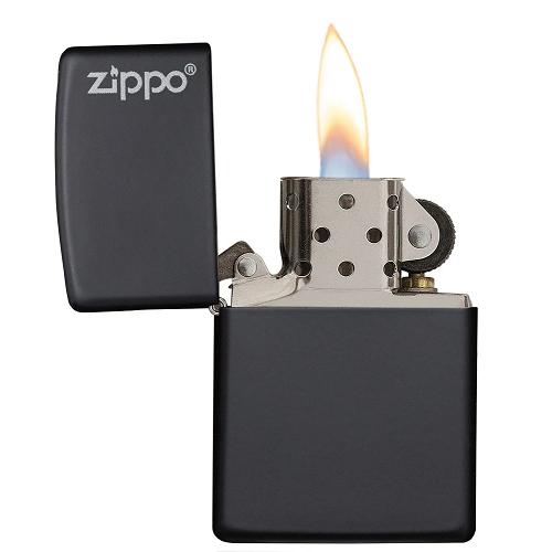 Briquet tempête Black Matte avec Logo Zippo allumé